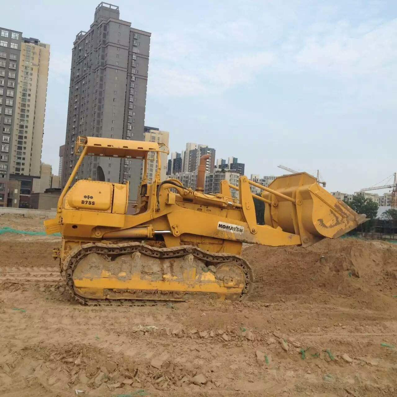 Quality D75S-3 Used KOMATSU Loader , Komatsu Crawler Loader 200HP Cummins Engine for sale