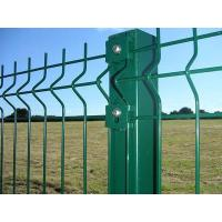 Green wire mesh fences are connected with a rectangular post by green clips.