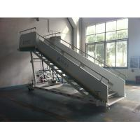 Quality Stable Aircraft Passenger Stairs 4610 kg Rear Axle Carrying Capacity for sale