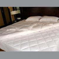 Quality Bedding Quilt with White Duck Down Filling, Made of Cotton Fabric for sale
