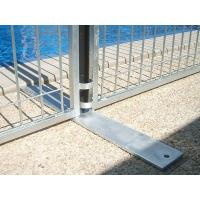 A metal plate feet is connecting two neighbour temporary pool fencing panels.