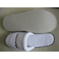Quality disposable slipper  with coral velvet fabric and embroidery logo for sale