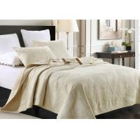 China Country Style Leaf Twin Size Quilt , 3Pcs 100% Cotton White Embroidered Quilt on sale