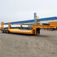 China LED Light 90mm Kingpin Tri Axle 80T Lowbed Semi Trailer on sale