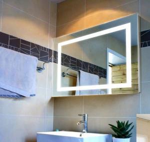 modern fashion square bathroom mirror